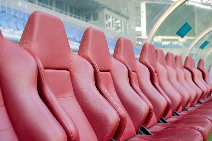 Assistenttræner | læddersæder på stadion